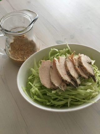 節約レシピ♪鶏胸肉で簡単しっとりサラダチキンの作り方♪サラダや冷やし中華のトッピングにもオススメ♪ダイエットメニューにも♪