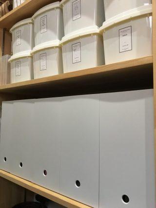 パントリーの収納の見直し。散らかる書類やお手紙を無印のPPケースに。