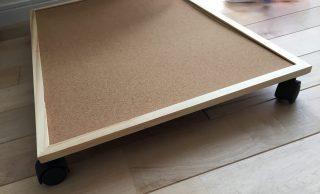 100均DIY♪ハムスターのゲージの周りをお掃除しやすく。簡単にゲージを動かせる台と収納ケースで手作りゲージの作り方。