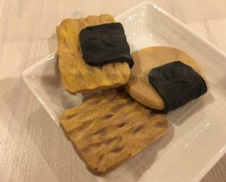 子供たちと工作♪100均DIY♪ダイソーの材料で簡単スクイーズ♪ ガラス絵の具と化粧パフでおかき、お煎餅のスクイーズの作り方。