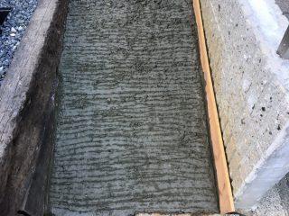 外構DIY♪庭のスロープにコンクリートを素人が施工してみる。コンクリートの作り方 その2~コンクリを練って敷く~ 水の量や砂や砂利、セメントの比率は?