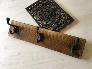 100均DIY♪1×4材の端材とセリア(Seria)のアイアンフックを使っておしゃれなマグネットフックの簡単な作り方♪ランドセル掛けやタオル掛けにも♪