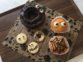 Halloween Sweets🎃可愛いハロウィンデコで市販のお菓子をハロウィンスイーツにする方法。簡単なモンスターの作り方♪お子様のパーティーにもピッタリ♪