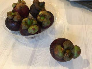 フルーツの女王マンゴスチンはどこで買える?マンゴスチンの皮の剥き方と食べ方。