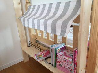 子供部屋二段ベッドに簡単カフェ風本棚をDIY♪1×4材で邪魔にならずにおもちゃや絵本の収納力をアップさせる方法。幅を広くとれば子供用の机にもなる♪