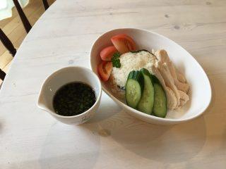 お家でカフェごはん♪全部炊飯器にお任せの【シンガポールチキンライス】(海南鶏飯)の作り方♪炊くだけで簡単に出来る♪