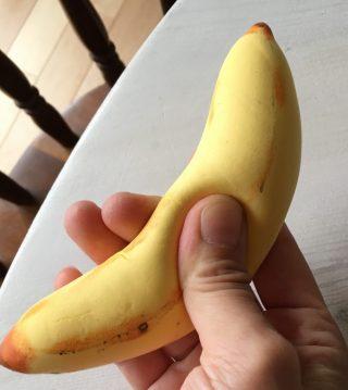 簡単!本物みたいなバナナのスクイーズの作り方♪Seria(セリア)のエンジェルクレイとキッチンスポンジで作れる方法♪100均工作を楽しもう♪