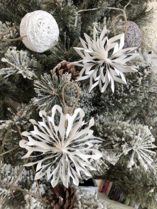 簡単!型紙プリント要らずの【立体的な雪の結晶切り絵の作り方】画用紙,折り紙,コピー用紙OKの手作りクリスマス飾り、オーナメント♪子供と100均クリスマス工作を楽しもう♪
